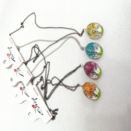 Living tree necklaces (220)